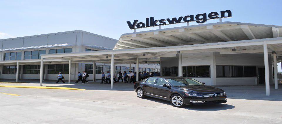 Volkswagen invertirá mil millones de dólares en México - planta vw puebla