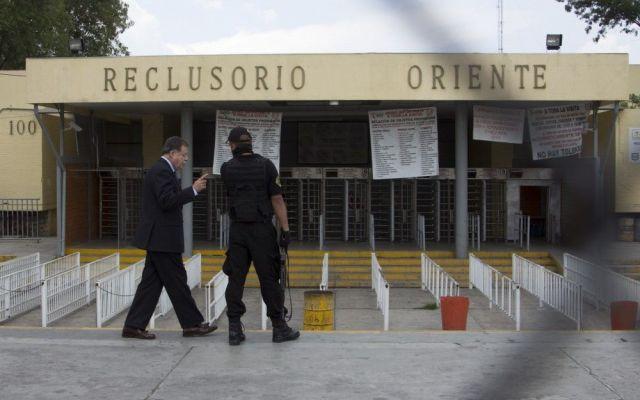 Decomisan bebidas alcohólicas en reclusorios - reclusorio