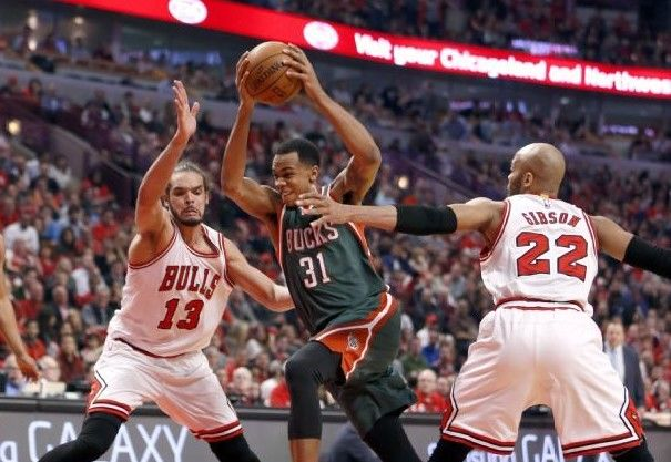 Bucks prolongan la serie - Bucks prolongan la serie
