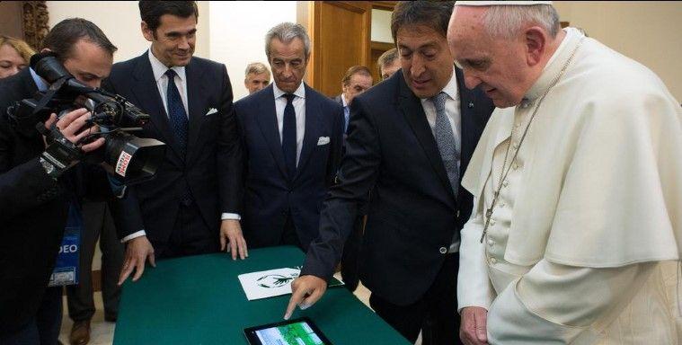 Subastan iPad del Papa Francisco - iPad Papa Francisco