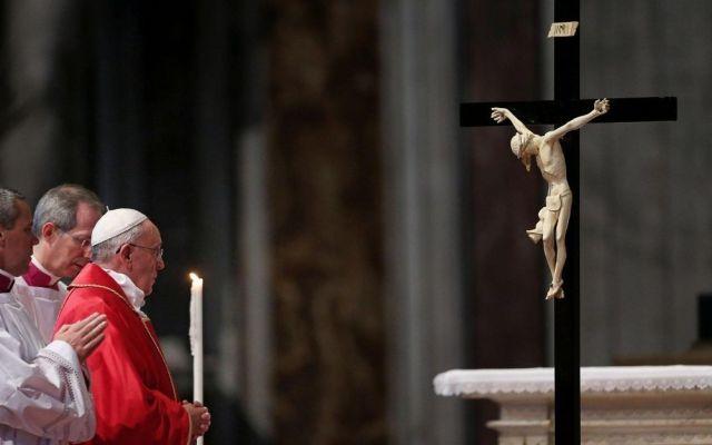 El papa recuerda a cristianos asesinados - viernes santo