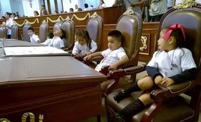 Toman niños la tribuna de la ALDF - Parlamento infantil en la ALDF
