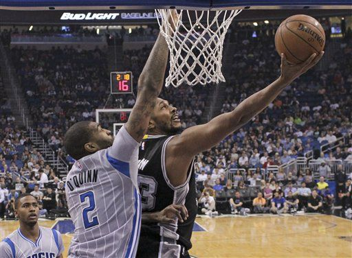 Spurs amarran boleto a playoffs - Spurs amarran boleto a playoffs