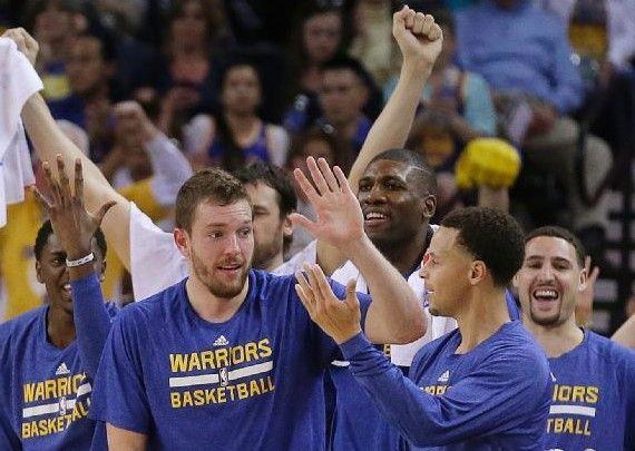 Warriors ganan en los últimos segundos - Warriors ganan en los últimos segundos