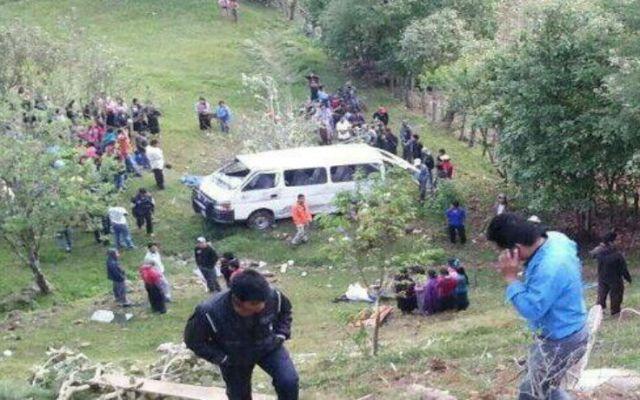 Combi cae a barranco y mueren cuatro - Foto de Alerta Chiapas