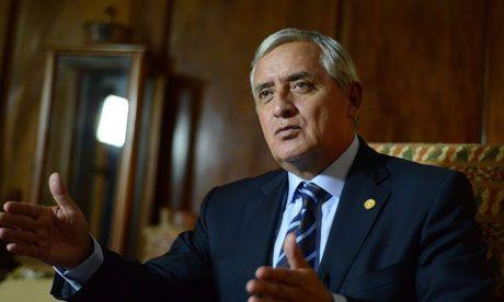Giran orden de aprehensión contra el presidente de Guatemala - Foto de The Guardian.