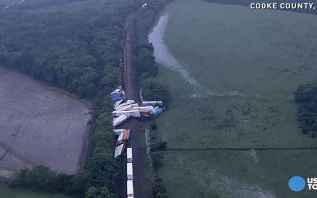 Un tren se descarrila y deja 17 heridos en Texas - Un tren se descarrila y deja 17 heridos en Texas
