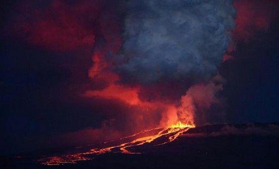 Volcán en Islas Galápagos hace erupción - @hablagalapagos