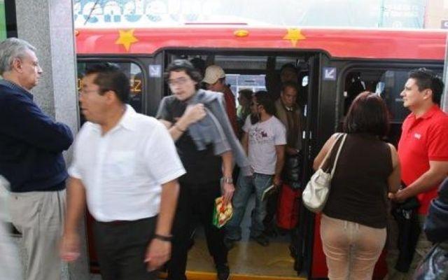 Graban a chofer del Metrobús agrediendo a mujer - Foto de Publimetro
