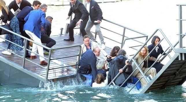 Invitados a fiesta de Prada caen al Gran Canal de Venecia - prada