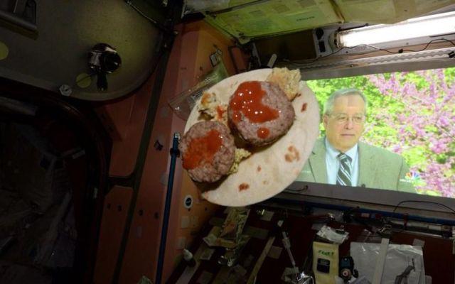 Astronauta festeja 5 de Mayo con un taco espacial - Festeja astronauta Cinco de Mayo con un taco espacial