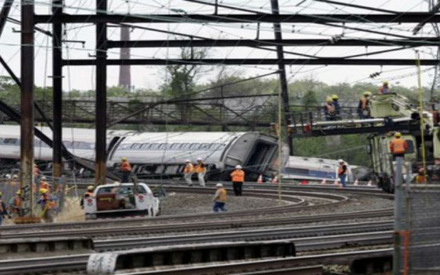 Ya son ocho muertos por descarrilamiento de tren en Filadelfia - Foto de The Washington Post.