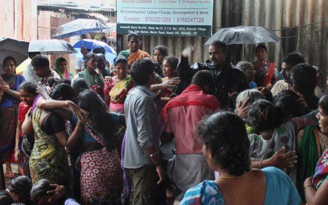 Ya son 94 muertos por beber alcohol adulterado en India - Foto de AP