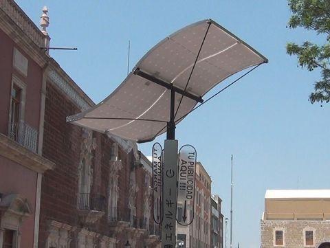 Luz solar para cargar celulares - Foto de Excélsior