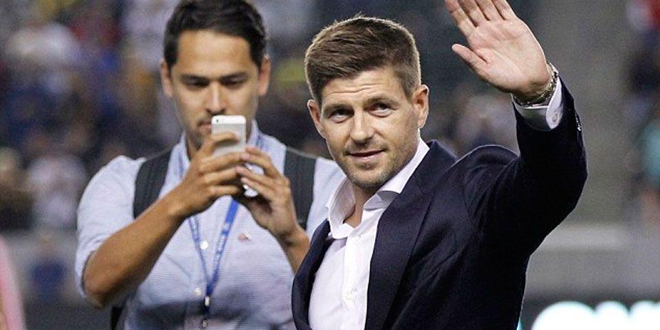 LA Galaxy presenta a Gerrard frente a sus aficionados - Foto de AP