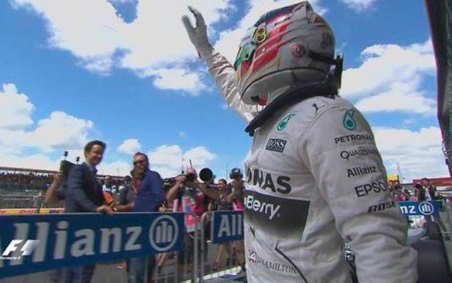 Hamilton se adueña de la 'pole' en su casa - Lewis Hamilton se mostró inseguro sobre la medida. Foto de @F1