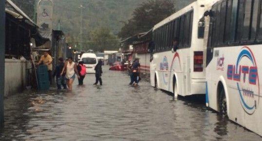 Inundaciones provocan caos en la Ciudad de México - Foto de @Sectorial16