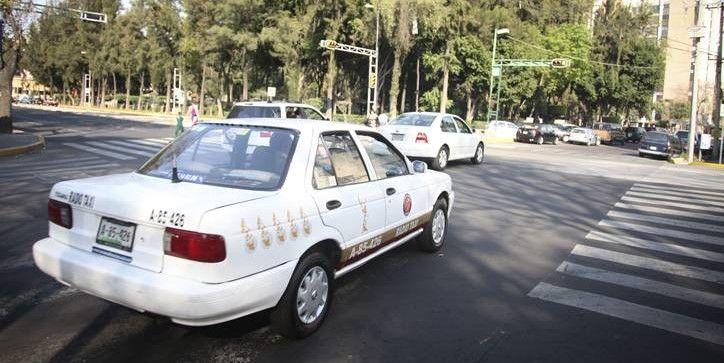 Nueve personas controlan más de 24 mil taxis en el D.F. - Foto de Internet