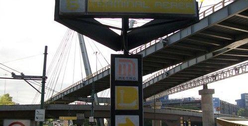 Muere mujer tras tirarse a las vías del Metro - Foto de Internet