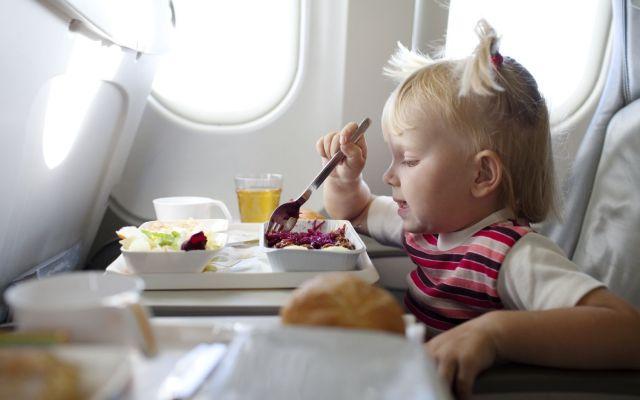 ¿Qué comer antes y durante vuelos largos? - Foto de luxuo.com