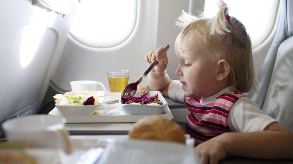 Qué comer antes y durante vuelos largos?