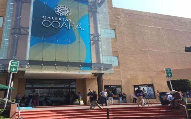Roban camioneta de valores en Galerías Coapa - Foto de El Universal.