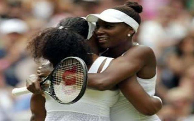 Serena Williams derrota a su hermana en Wimbledon - Foto de Reuters.