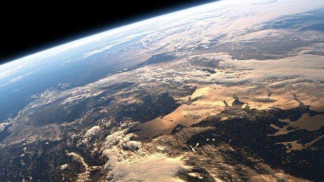 Primera foto del lado iluminado de la Tierra en más de 40 años - Foto de linkza.net