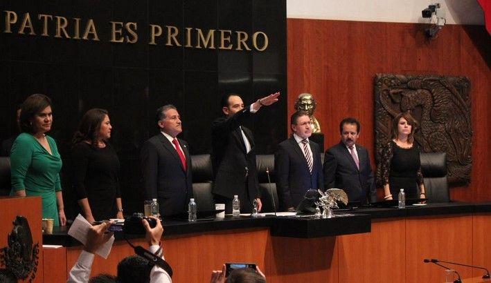 Roberto Gil Zuarth protesta como presidente del Senado - Roberto Gil Zuarth toma protesta. Foto de Canal del Congreso