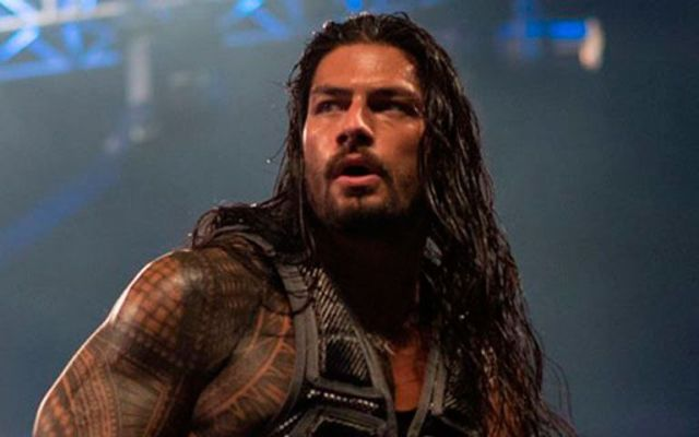 Fanático ataca a luchador durante evento de la WWE - Foto de WWE