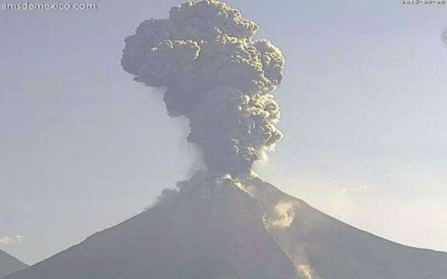 Volcán de Colima presenta actividad constante - Foto de @webcamsdeméxico
