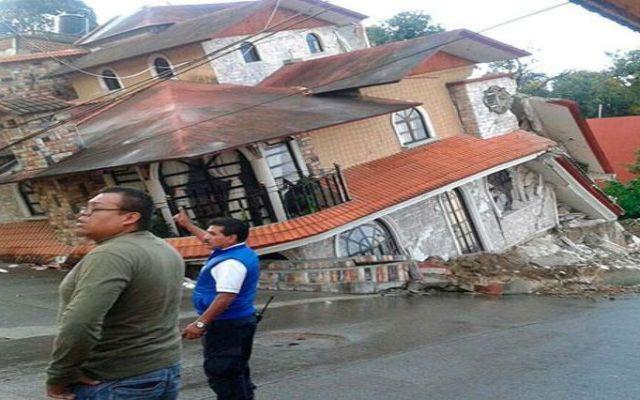 Se hunde casa en Teziutlán - Foto de Municipios Puebla