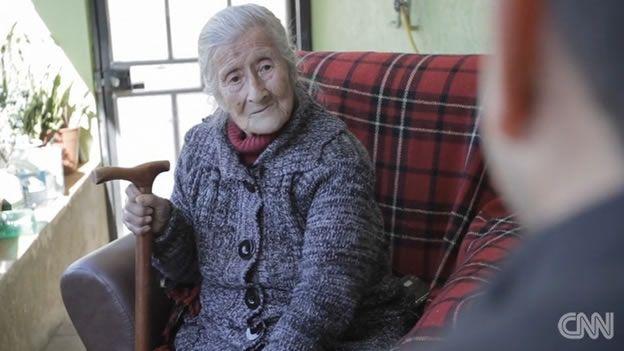 Encuentran feto dentro de mujer de 91 años - Foto de CNN