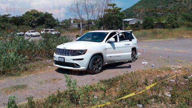 Tiroteo en Parácuaro deja tres muertos y cuatro heridos - Camioneta abandonada en Parácuaro. Foto de Mi Morelia