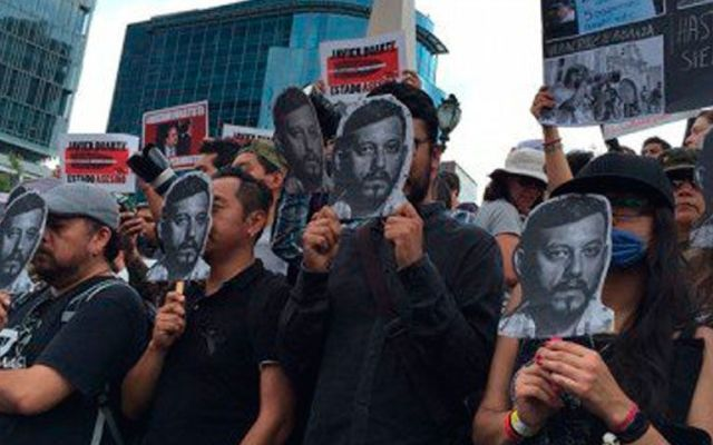 Protestan en Reforma por asesinato de Rubén Espinosa - Foto de Quadratín