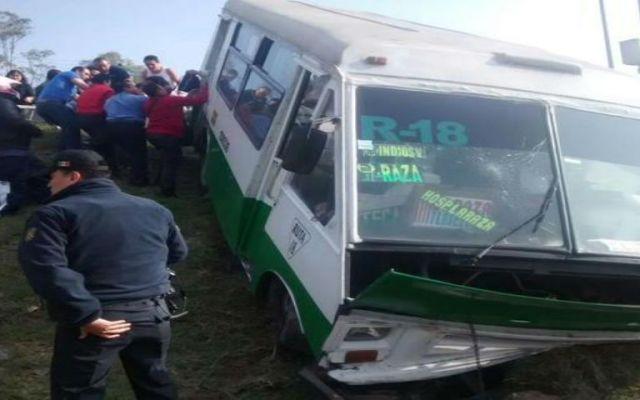 Microbús se accidenta en Indios Verdes - Foto de @luismiguelbaraa