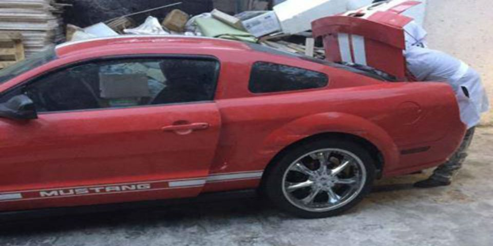Mustang no pertenece a víctimas de multihomicidio - El Mustang era propiedad de la víctima de origen colombiano. Foto de La Razón.