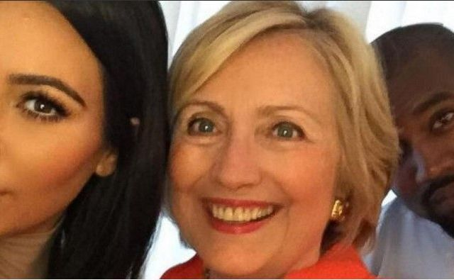 Kim Kardashian se toma selfie con Hillary Clinton