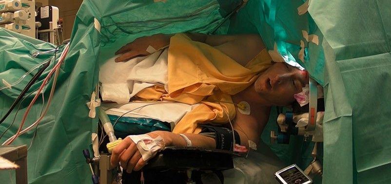 Tenor canta mientras le extirpan un tumor del cerebro - Foto de Internet