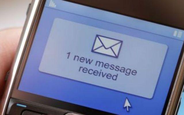 Ya nadie envía mensajes de texto - Foto de El Nacional.
