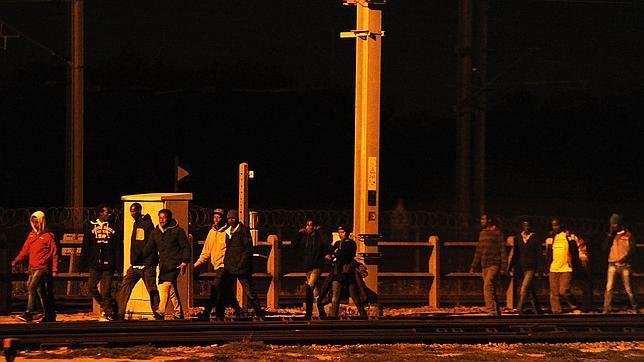 Muere migrante menor de edad en Eurotúnel - Foto: AP