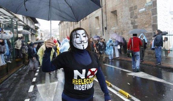 Ecuatorianos se manifiestan contra reelección de Correa - Foto de @fibsfreitag