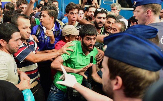 Sirios e iraquíes triplican solicitudes de asilo en Europa - Foto de Getty