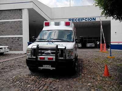 Lesionan a mujer y dos menores hondureños en Tapachula - Una unidad médica arriba a un hospital de Tapachula - foto de elorbe.com