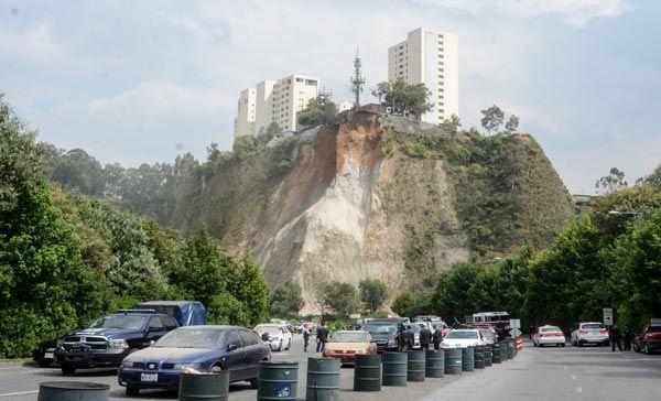 Desalojan a Mascabrothers y Alicia Machado de Santa Fe - Derrumbe en cerro de Santa Fe - Foto de Cuartoscuro