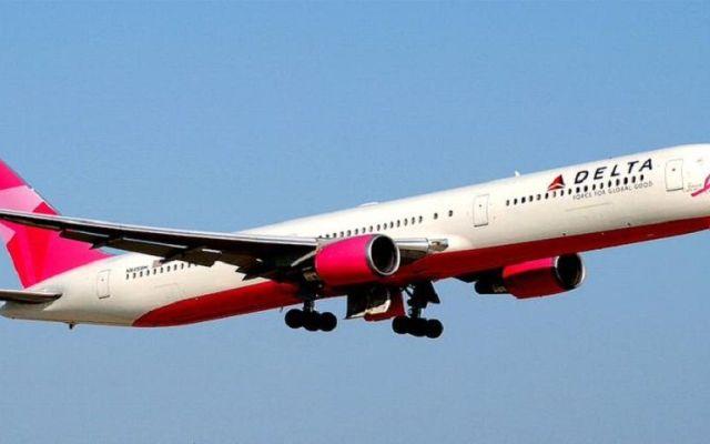 'Avión Rosa' llega al AICM para campaña contra cáncer de mama