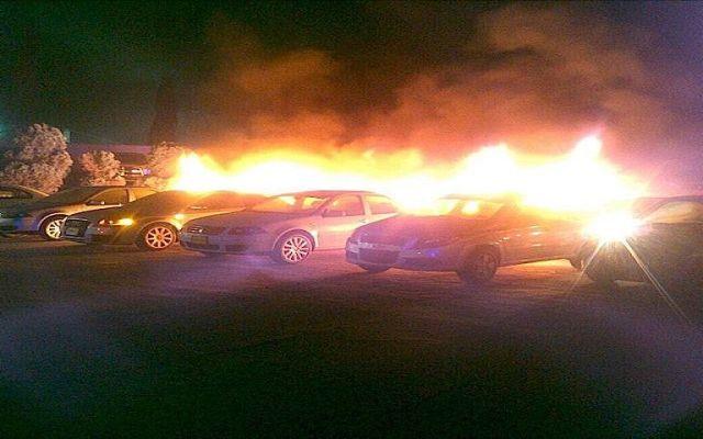 Se queman quince vehículos en una agencia de Ecatepec