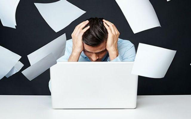 Evitar largas jornadas reduce el estrés laboral - Foto de CNN
