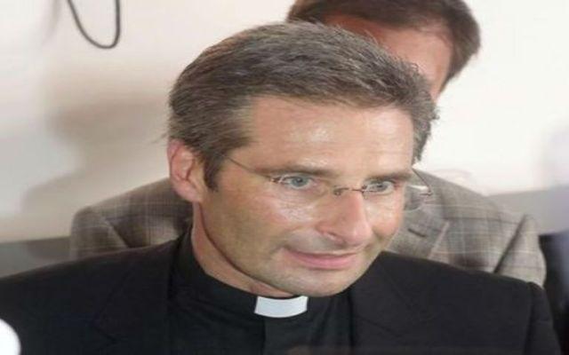 Vaticano expulsa a sacerdote gay - Foto de EFE