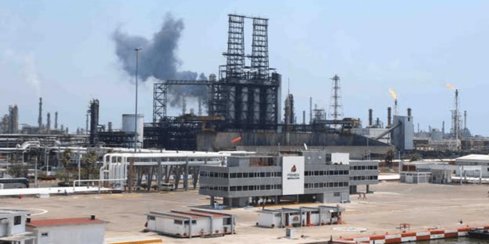 Pemex controla fuga de gas en refinería de Tamaulipas - Foto de Archivo